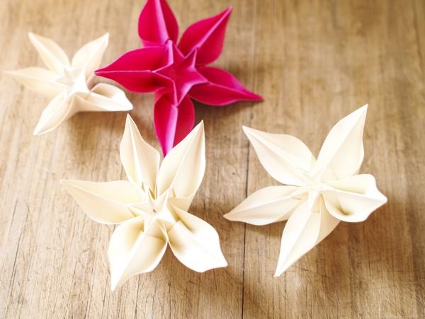 origami Noël flocon blanc et roouge