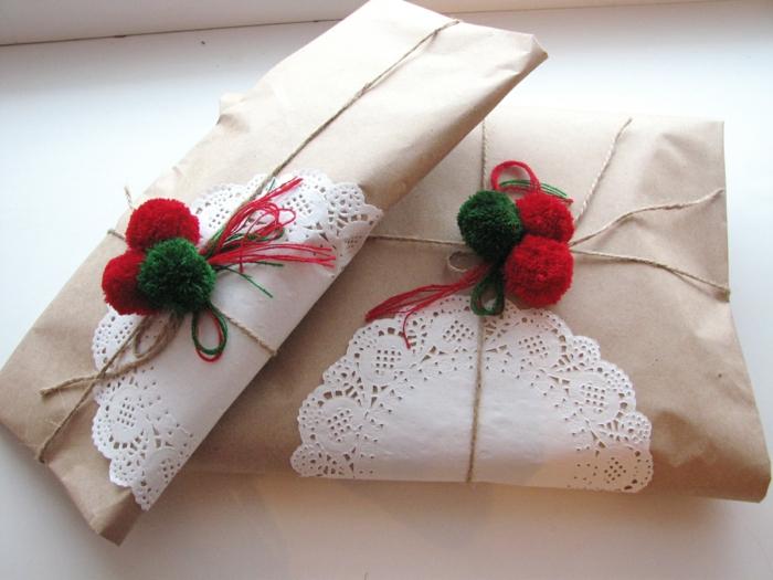 papier cadeau kraft et pompons