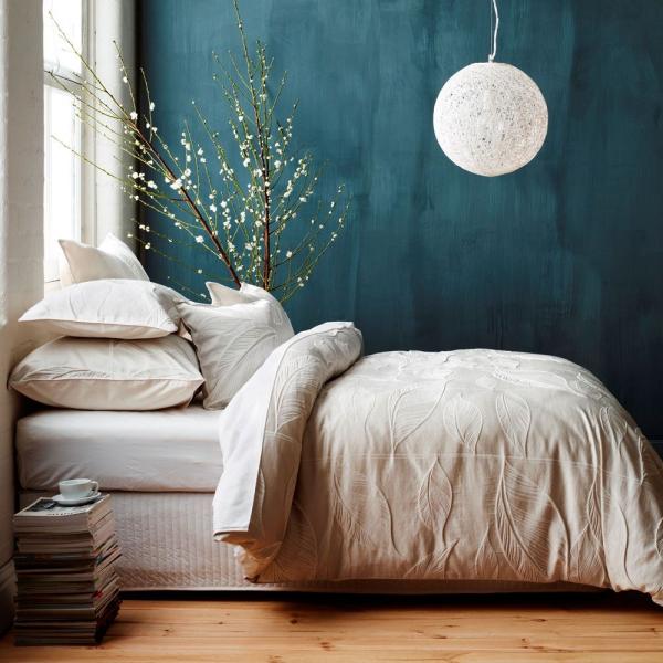 peinture bleu paon chambre épurée