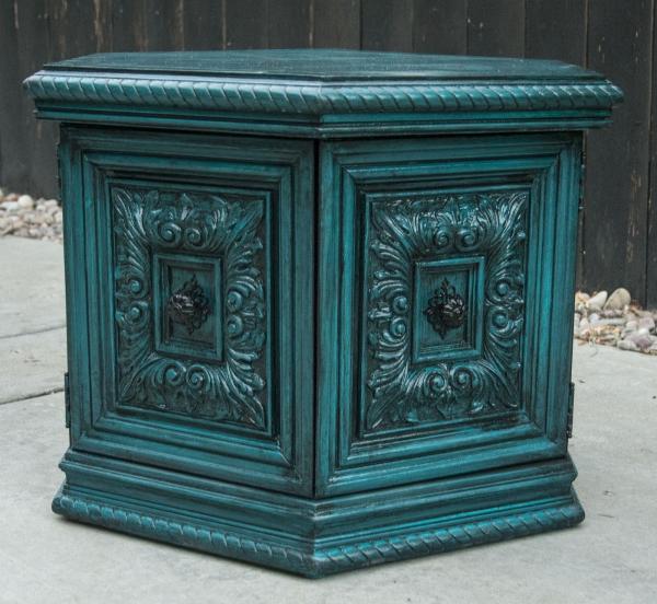 peinture bleu paon meuble à l'extérieur