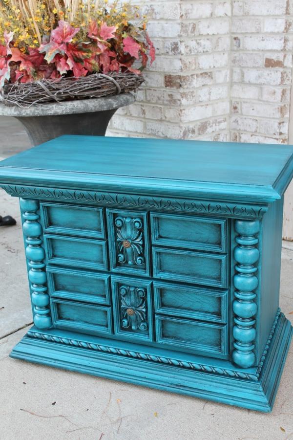 peinture bleu paon une commode en bleu paon