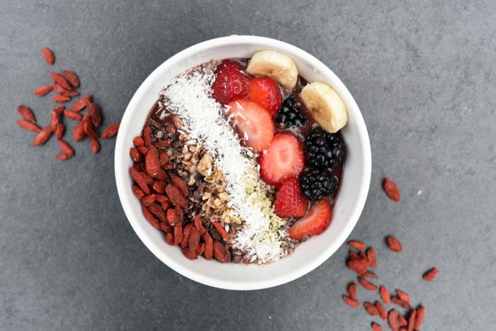 porridge au cacao fruits et baie de goji