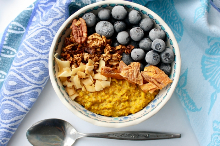 recette porridge au curcuma et fruits
