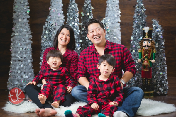 séance photo famille noël chemises à carreaux