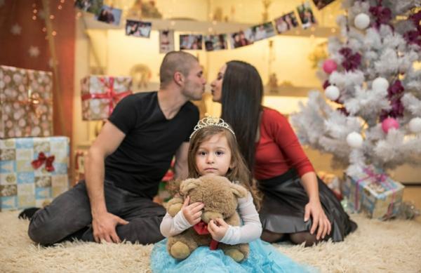 séance photo famille noël enfant en avant