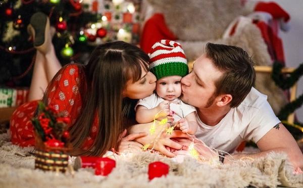 séance photo famille noël parents bébé
