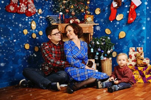 séance photo famille noël peinture murale bleue