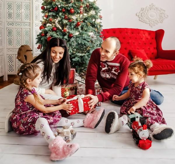 séance photo famille noël sapin cadeaux