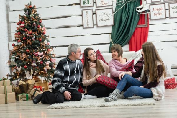 séance photo famille pour noël décoration rustique