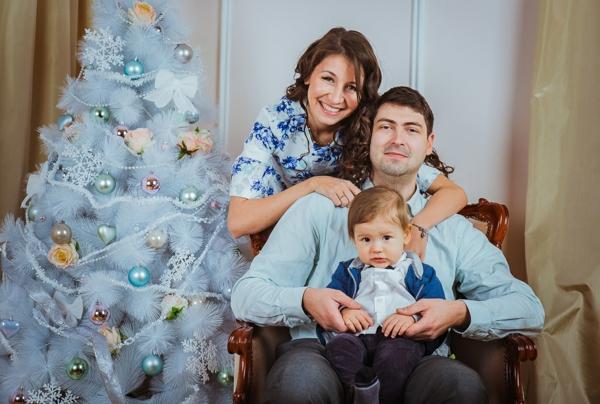 séance photo famille pour noël sapin décoré