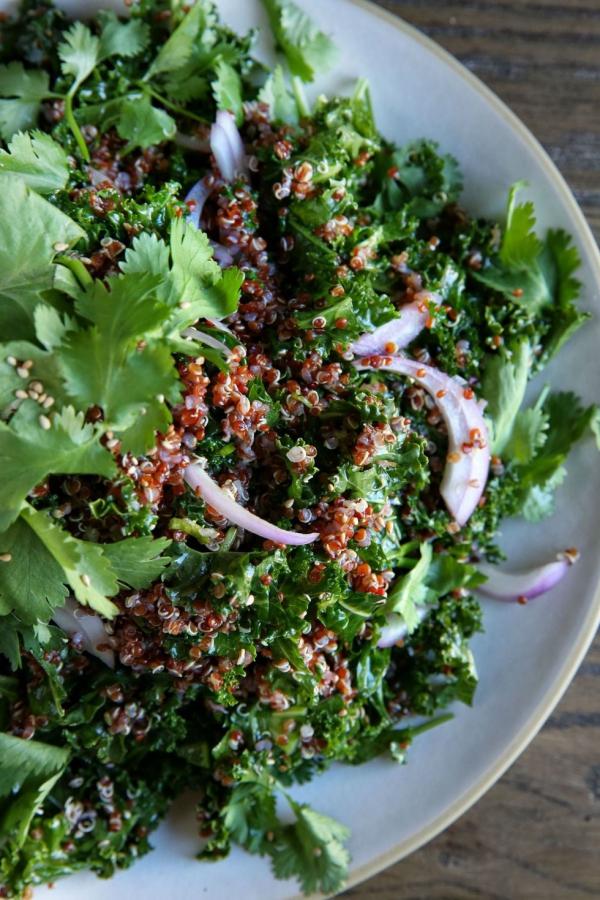 salade d' hiver quinoa rouge et laitue frisée