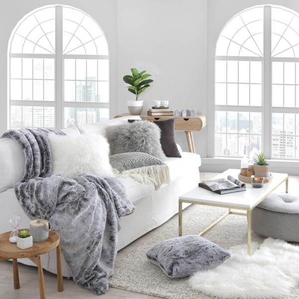 tapis fausse fourrure blanc au style scandinave