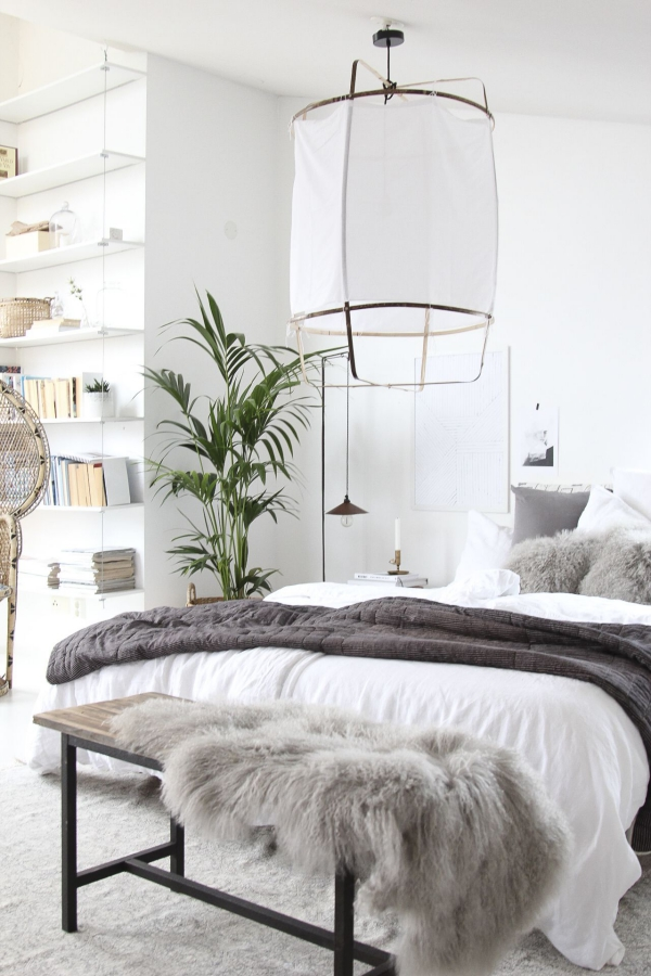 tapis fausse fourrure blanc comme l ment du style scandinave. Black Bedroom Furniture Sets. Home Design Ideas