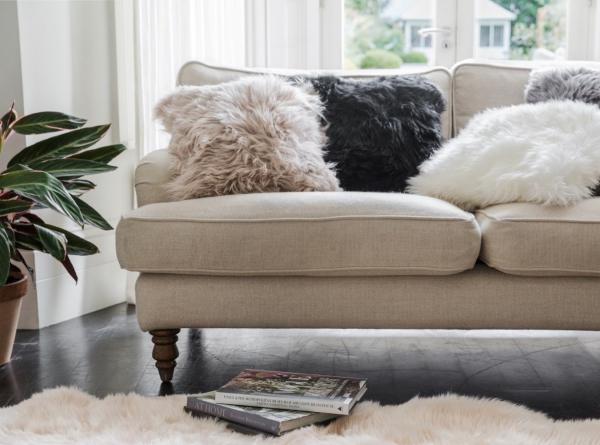 tapis fausse fourrure blanc coussins en fourrure