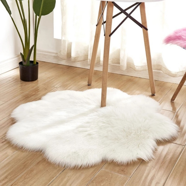 tapis fausse fourrure blanc une petite fourrure