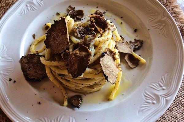 truffes à la table de Noël pâtes aux truffes