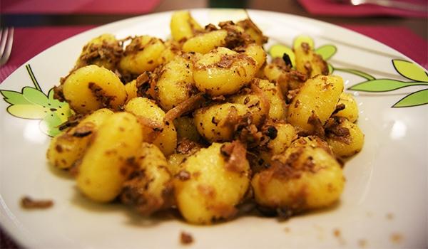 truffes à la table de Noël pommes de terre cuites