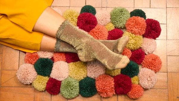 bricolage hiver diy tapis pompon