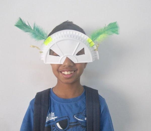 carnaval de mardi gras enfant masqué