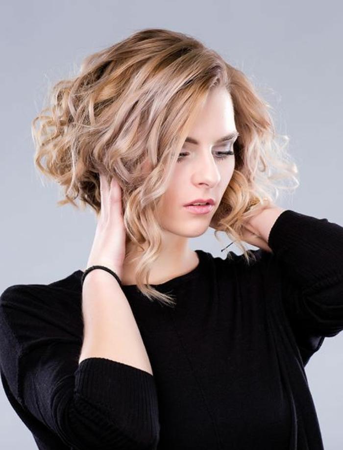 carré bouclé court coiffure tendance
