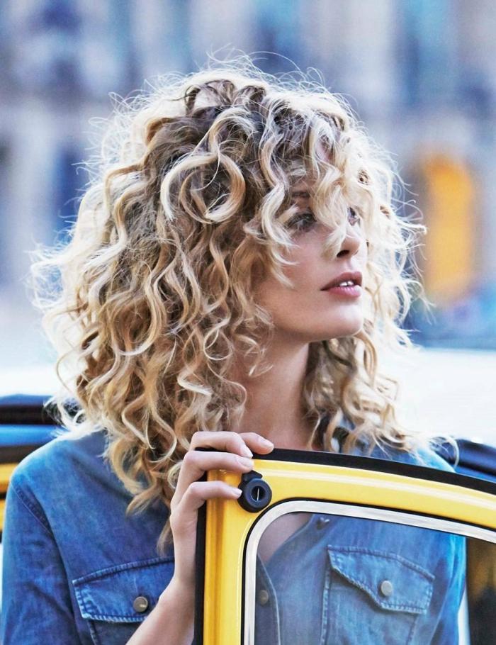 carré bouclé dégradé long coiffure tendance