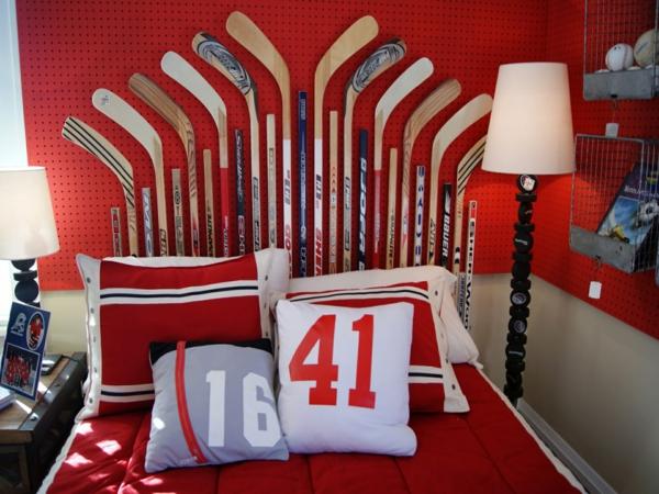 chambre ado garçon déco tête de lit sticks de hockey