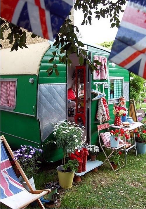 déco caravane peinte en vert