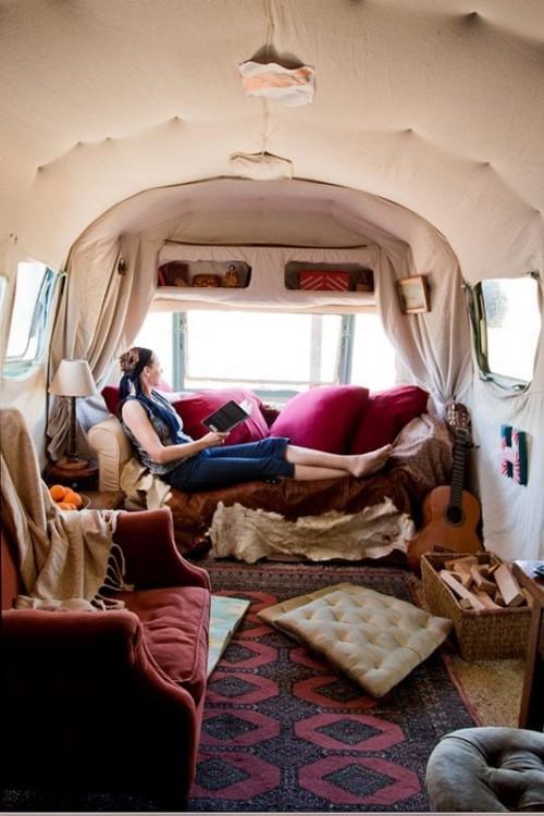 déco caravane petite salle de séjour