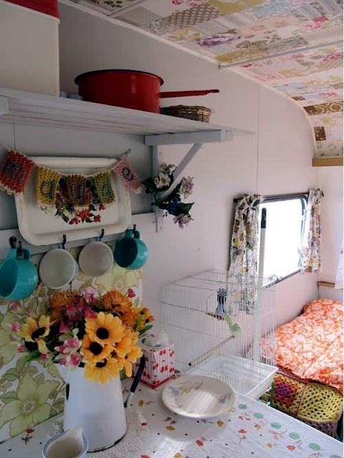 déco caravane plafond au papier peint