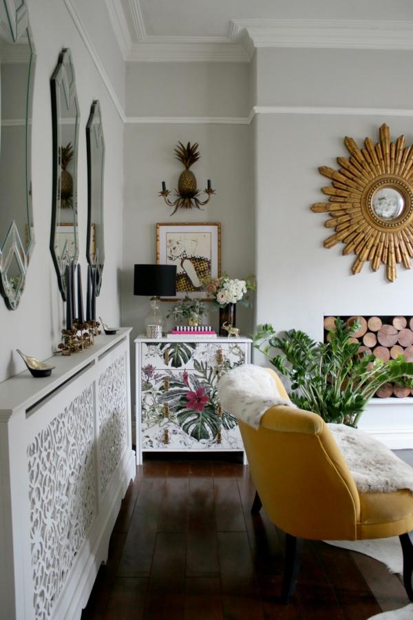 déco salon gris pâle éléments d'or plantes vertes