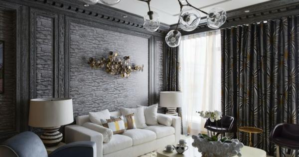 déco salon gris revêtement mural imitation pierre rideaux noirs à motifs