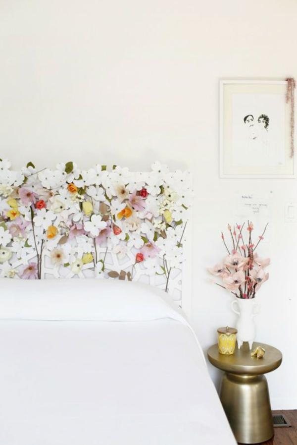 déco tête de lit bois fleurs