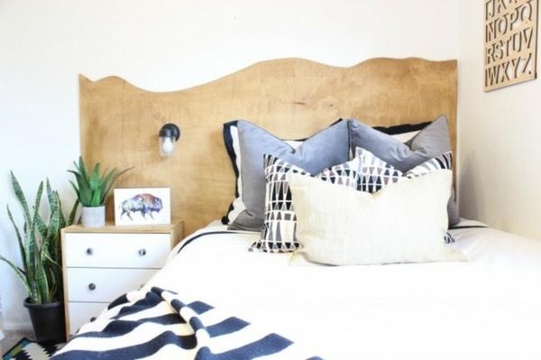 déco tête de lit découpée de bois forme irrégulière