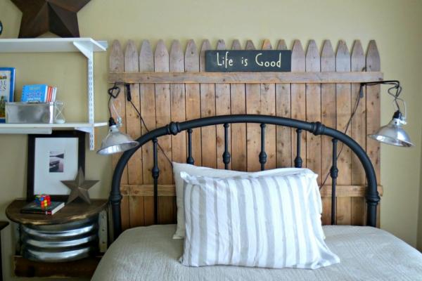 déco tête de lit imitation clôture de bois
