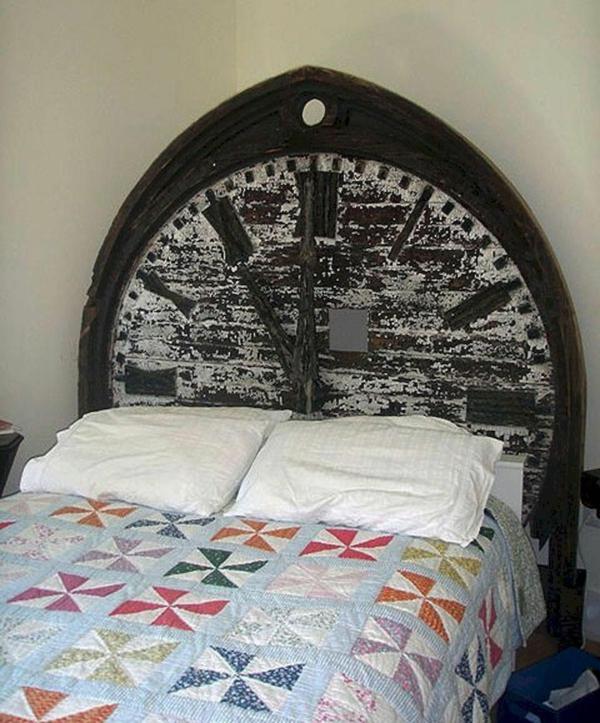 déco tête de lit montre en bois