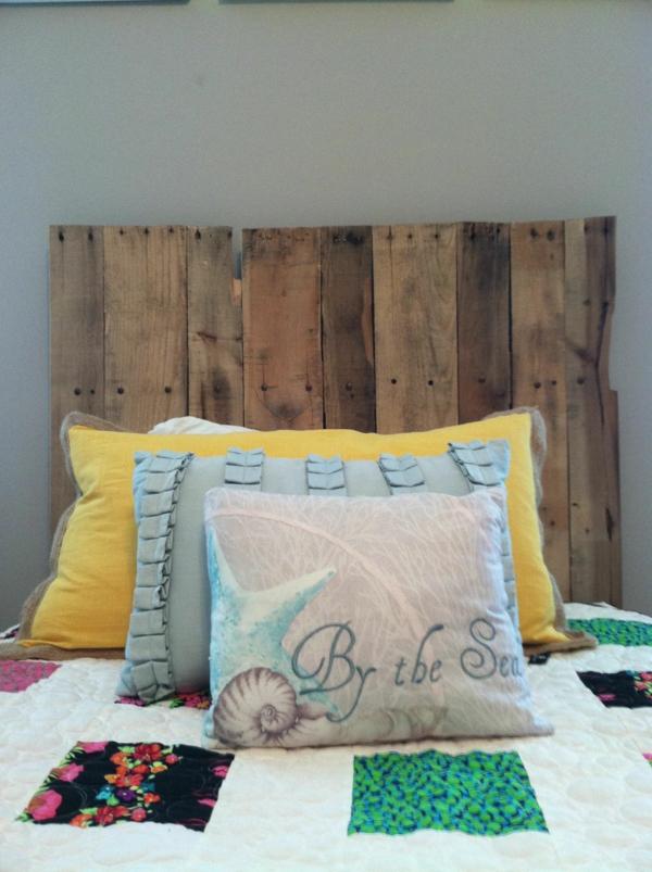 déco tête de lit planche bois recyclé