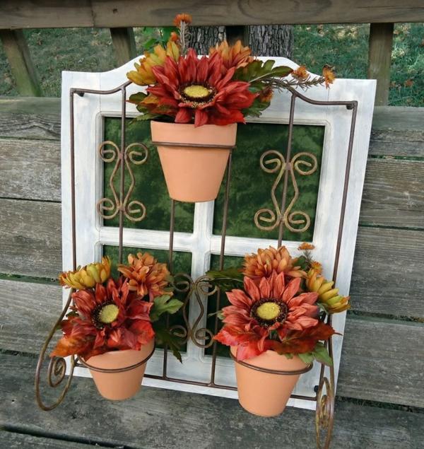 décorer son jardin avec des objets de récupération ancien cadre de fenêtre