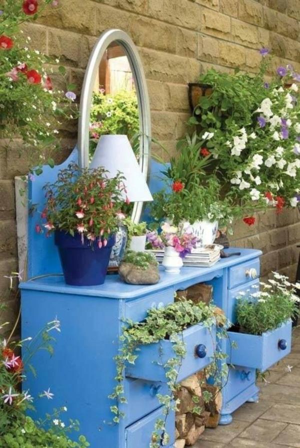 décorer son jardin avec des objets de récupération ancienne coiffeuse