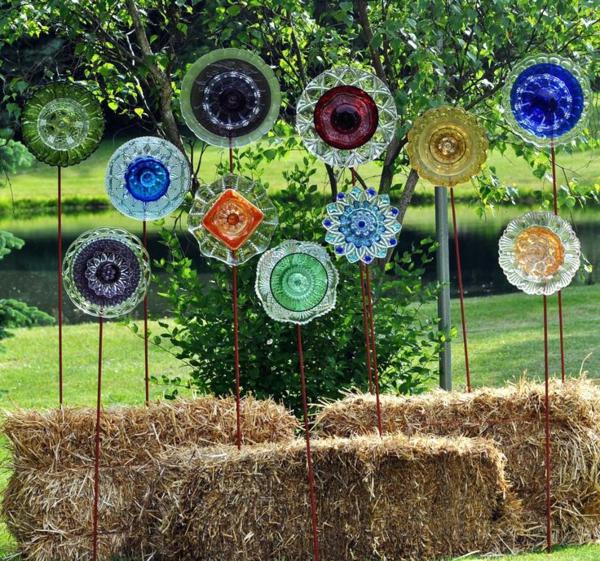 décorer son jardin avec des objets de récupération assiettes en verre