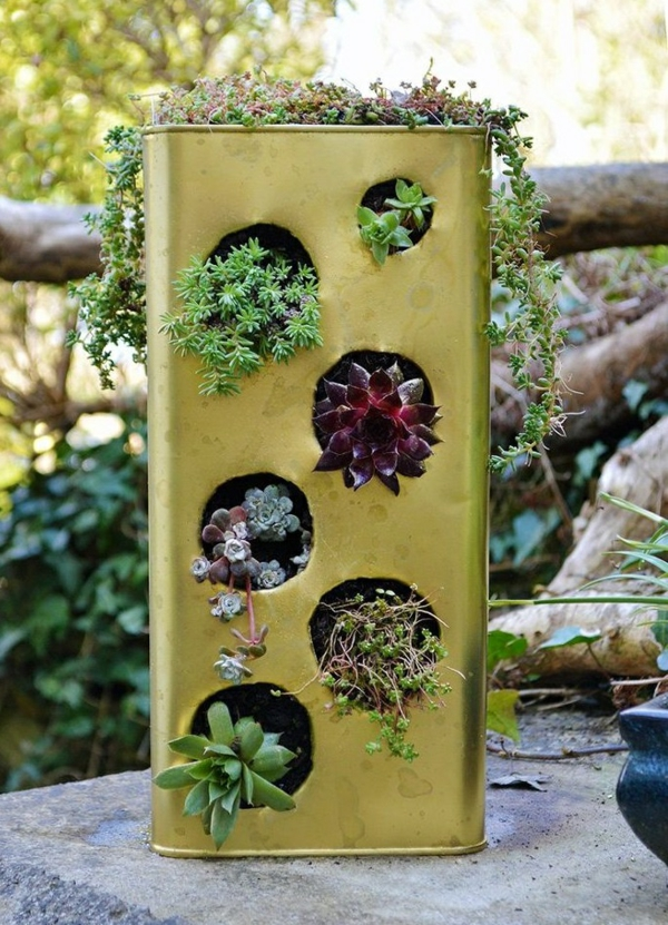 décorer son jardin avec des objets de récupération boîte de fer-blanc