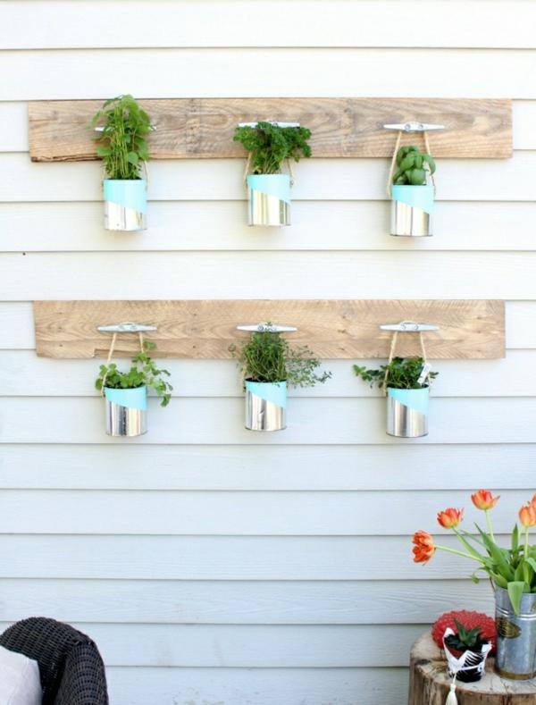 décorer son jardin avec des objets de récupération boîtes de conserve