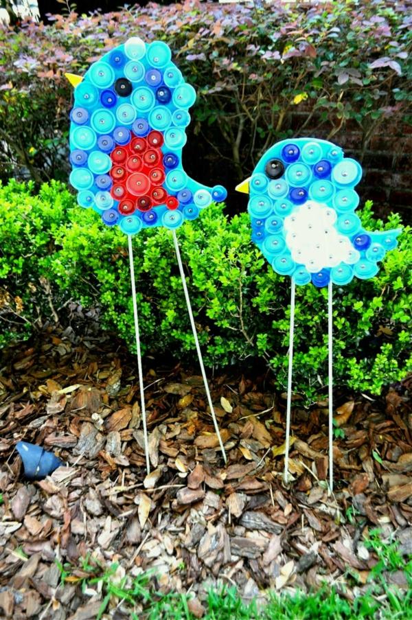 décorer son jardin avec des objets de récupération bouchons en plastique