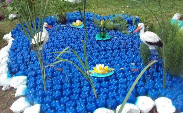 décorer son jardin avec des objets de récupération bouteilles plastique recyclage