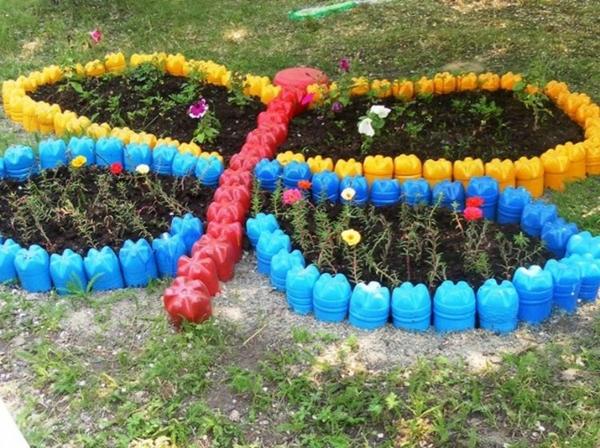 décorer son jardin avec des objets de récupération bouteills en plastique