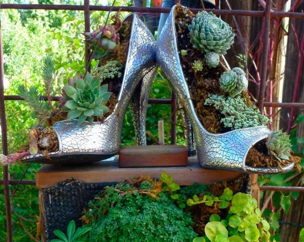 décorer son jardin avec des objets de récupération chaussures
