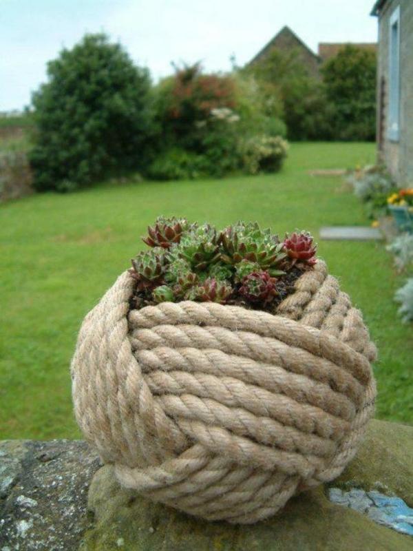 décorer son jardin avec des objets de récupération corde de jute