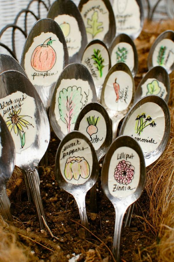 décorer son jardin avec des objets de récupération cuillères en métal