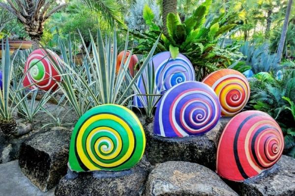 décorer son jardin avec des objets de récupération escargots papier mâché