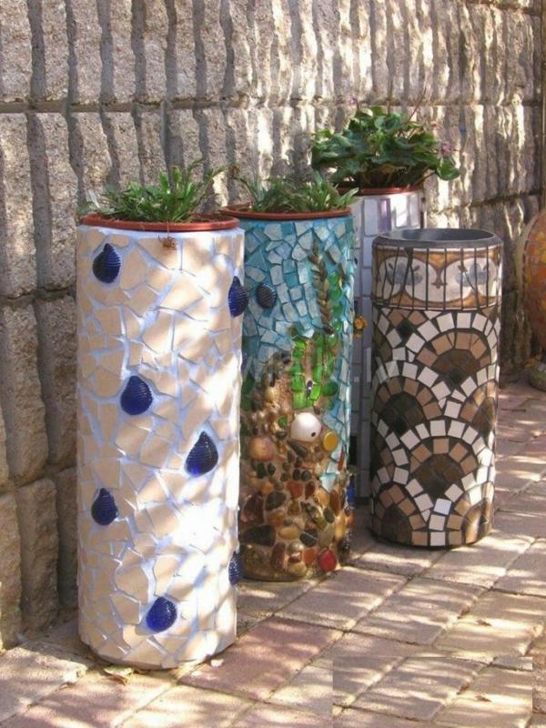 décorer son jardin avec des objets de récupération jardinières béton mosaïque