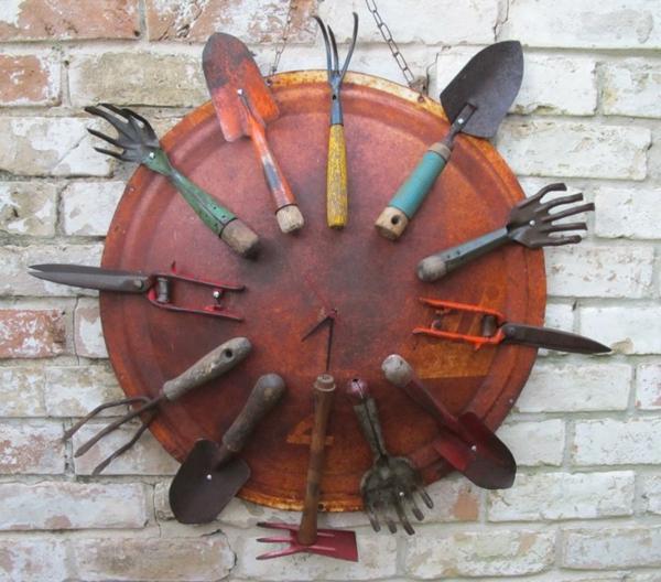 décorer son jardin avec des objets de récupération outils de jardinage